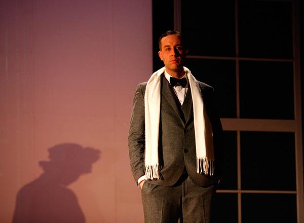 Walter Gropius mit Schal