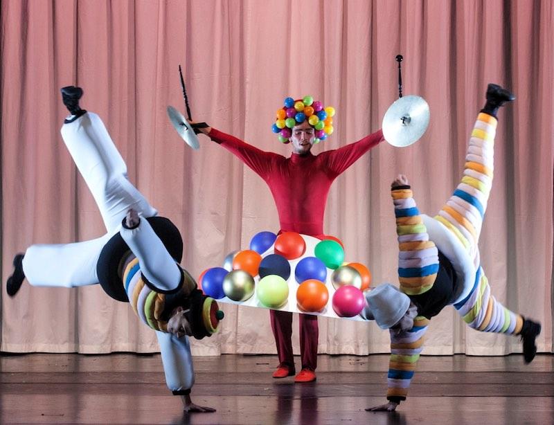 bauhaus ballette PREMIERE mit neuen Figurinen