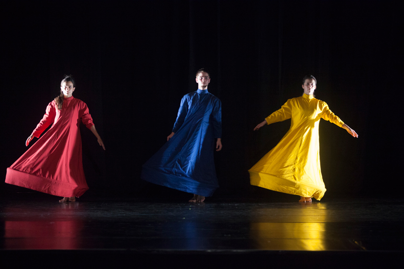 Trias – das triadische Ballett: Rot, Blau, Gelb (Phaedra Pisimisi, Danilo Cardoso, Fatima Gomes)